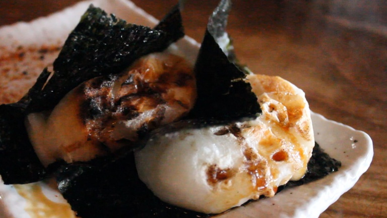 isobe-maki-grilled-mochi-with-nori